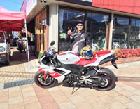 Customer_01_YZF-R1_White_Red_2008