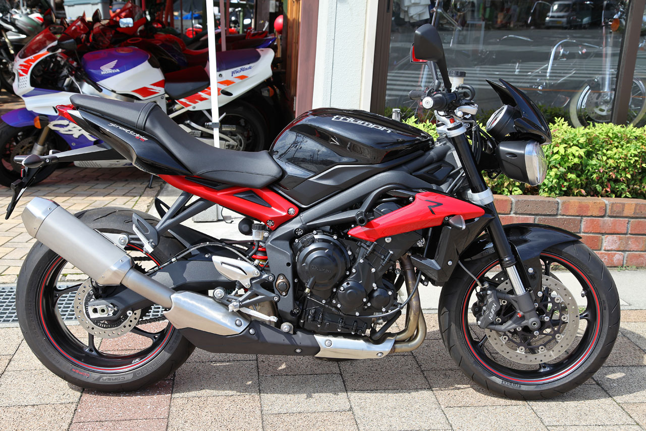 triumph street triple r black red 2014 low kms apexmoto inc. Black Bedroom Furniture Sets. Home Design Ideas